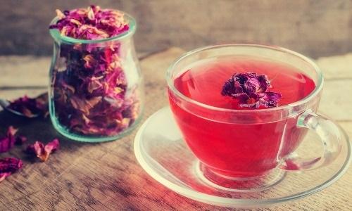 طرز تهیه دمنوش گلاب و چای گلاب