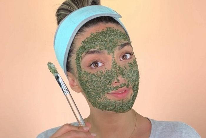 خواص و طرز تهیه ماسک نعناع و خیار ماست عسل برای صورت