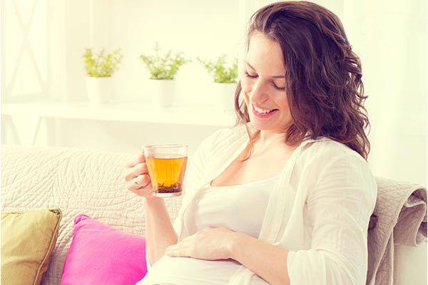 آیا در دوران بارداری مجار به مصرف روغن عرق و گیاه آویشن هستیم