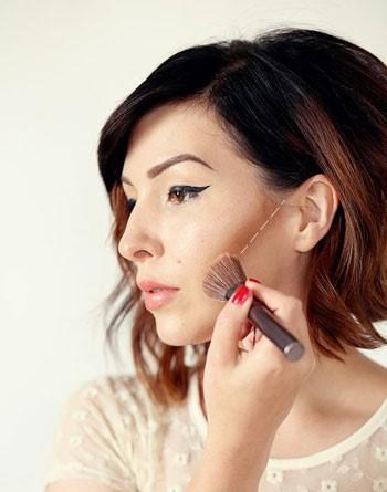 آموزش تصویری آرایش صورت و رژگونه